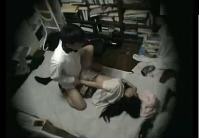 (隠し撮り)小ナマイキなイエデ10代小娘が泊めてもらったおじさんにナカ出しされてしまう