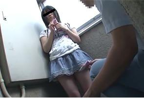 「おじさんお菓子一杯もってるよ?」同じマンションの少女コンにロックオンされた10代小娘