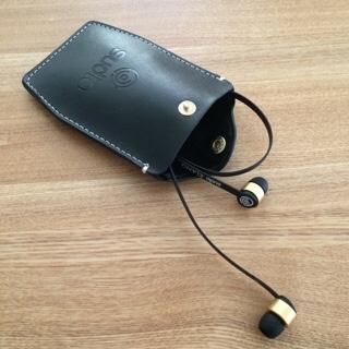 Sudio SUDIO Klang KLANG ブラック 黒 北欧 デザイン イヤフォン スウェーデン オシャレ おしゃれ アクセサリー 高音質 iPhone用イヤフォン 本革製 レザー キャリーケー