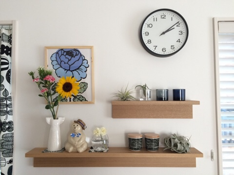 壁に付けられる家具 棚 北欧インテリア 北欧雑貨 ディスプレイ 無印良品 飾り棚 リサラーソン ドレス ひまわり ヒマワリ 向日葵