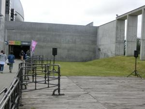 札幌ドームのステージは、自然共生型。