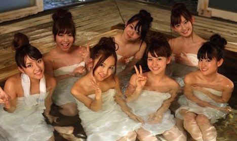 【お宝】AKB48「神7」が撮影でセクシーすぎる温泉生着替え!