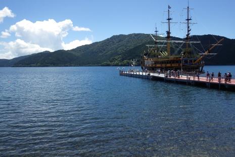 夏空の芦ノ湖
