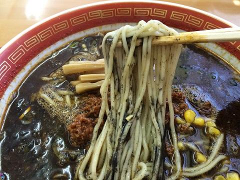 黒胡麻麺アップ