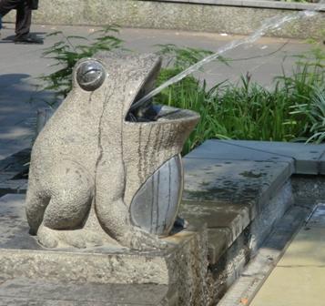 uenokaeru4.jpg