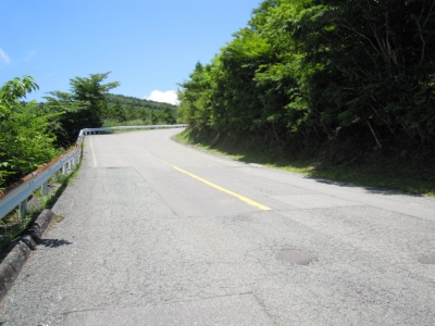 明神峠への輪っかの道