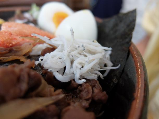 牛ごぼう釜揚げしらす海苔丼