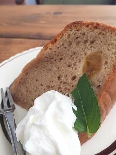 カフェ メリ ミルクティーとさくらんぼのケーキ