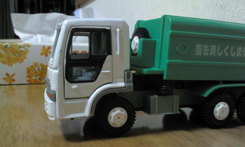 ゴミ収集車01
