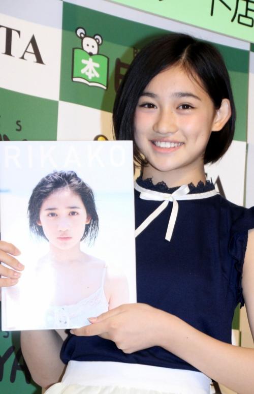 ハロプロ「アンジュルム」最年少メンバー・佐々木莉佳子さん(14)が初写真集