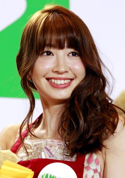 """「平子理沙そっくり」「注入した?」AKB48・小嶋陽菜、顔パツパツの""""変貌""""にマスコミ驚愕"""