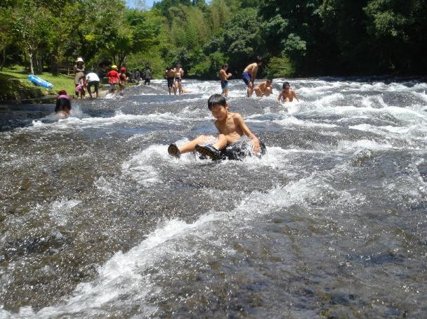 遊水峡で川遊び