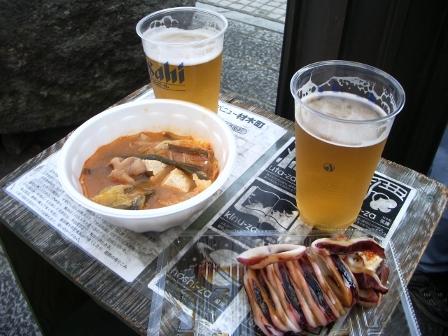 ビール、イカ焼き、ホルモン煮