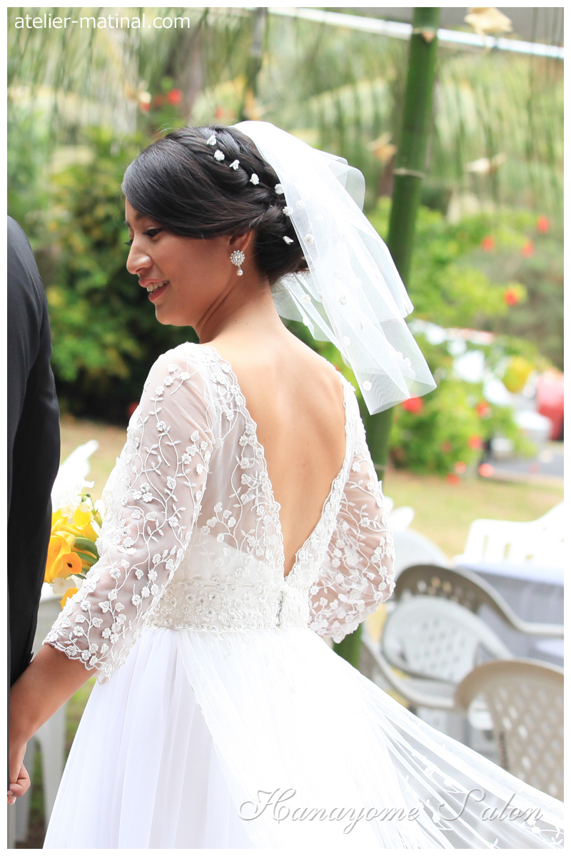 ウエディングショートベール&オープンバックドレス、花嫁サロン