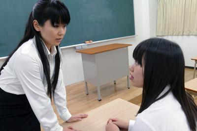 生徒にお仕置きされる教師レミ