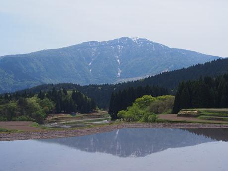 映る氷ノ山