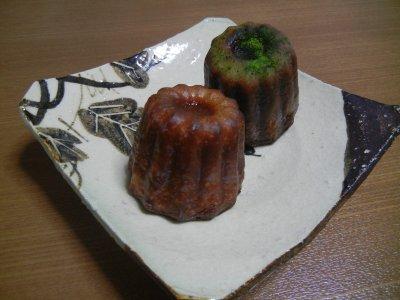 カヌレ(プリンと抹茶)on絵志野四方小皿