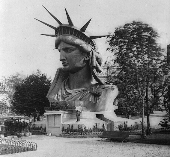 パリ万博に置かれた自由の女神