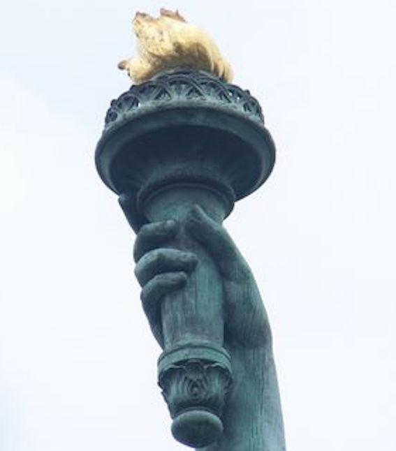 自由の女神 松明 図