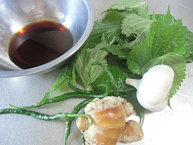 洗ったシソと香味野菜