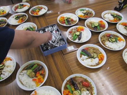 たくさん並んだ夏野菜カレー