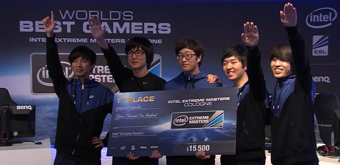 Victorious-Korean-League-of-Legends-SK-Telecom-team-give-Cologne-crowd-a-Nazi-salute.jpg