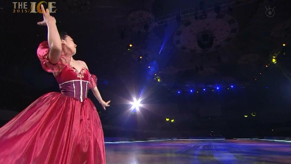 mao-asada-masquerade-the-ice-version-red-long-dress07.png