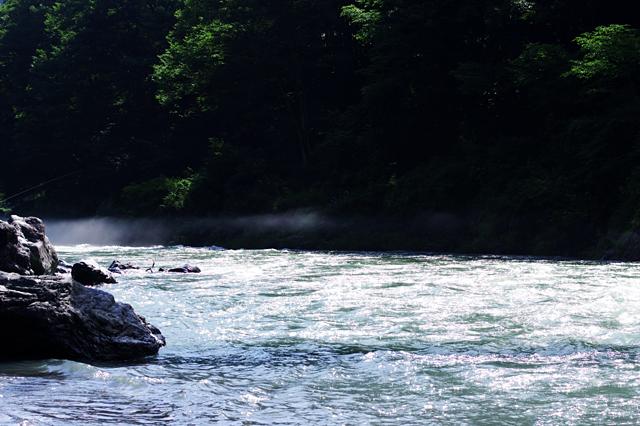 風が川を渡る