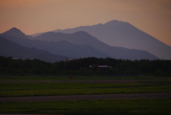岩手山薄暮(花巻空港にて)