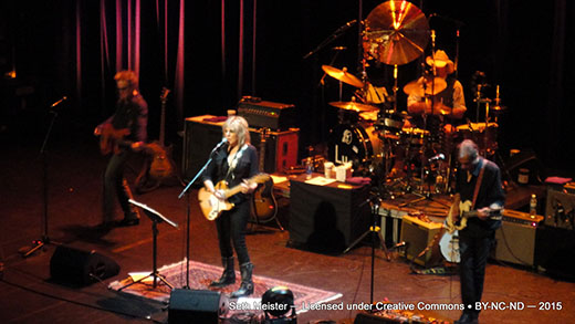 LucindaWilliams2015-07-24VernonAndDistrictPerformingArtsCentreCanada20(13).jpg