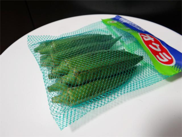 なぜオクラは緑色のネットに入れて販売されているのか