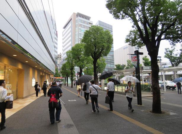 川崎駅から左へ