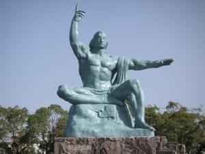 平和祈念像d0034680_2042791