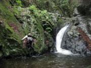 026半円の滝(登れず流されてくる)