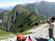 スバリ岳急登手前で休憩し、来た道を振り返る
