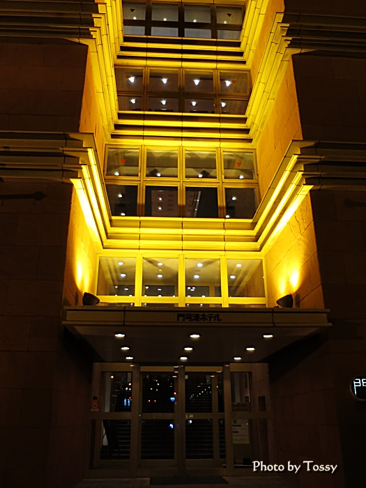 門司港ホテル入口夜