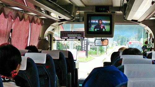 シャトルバス内の放送