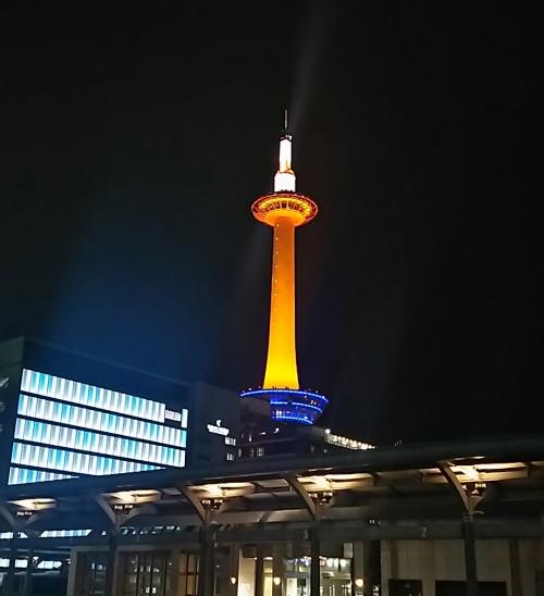 オレンジの京都タワー