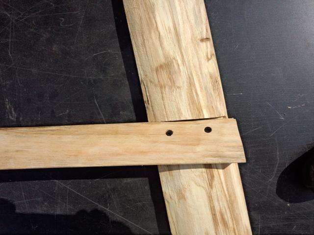 足材の補強材の固定0810