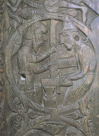 グラム扉彫刻