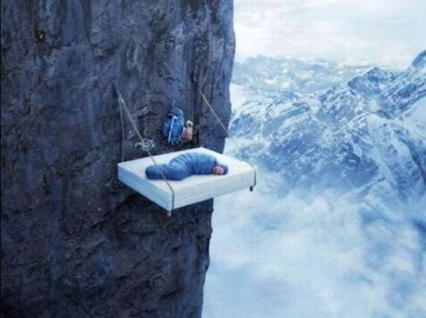 ベッドどうやって持ち上げた?