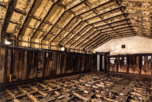 地下防空壕会議室