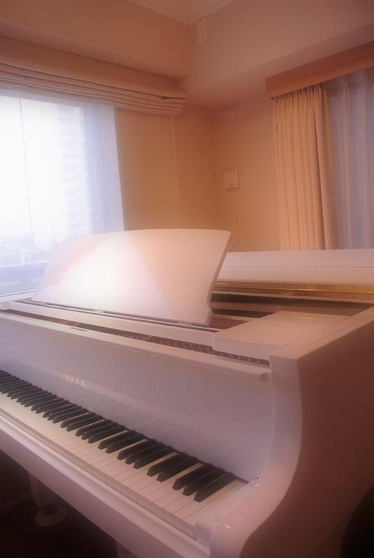 新宮中央教室のピアノ1