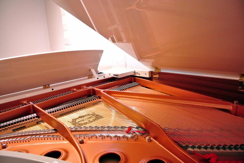 新宮中央教室のピアノ2