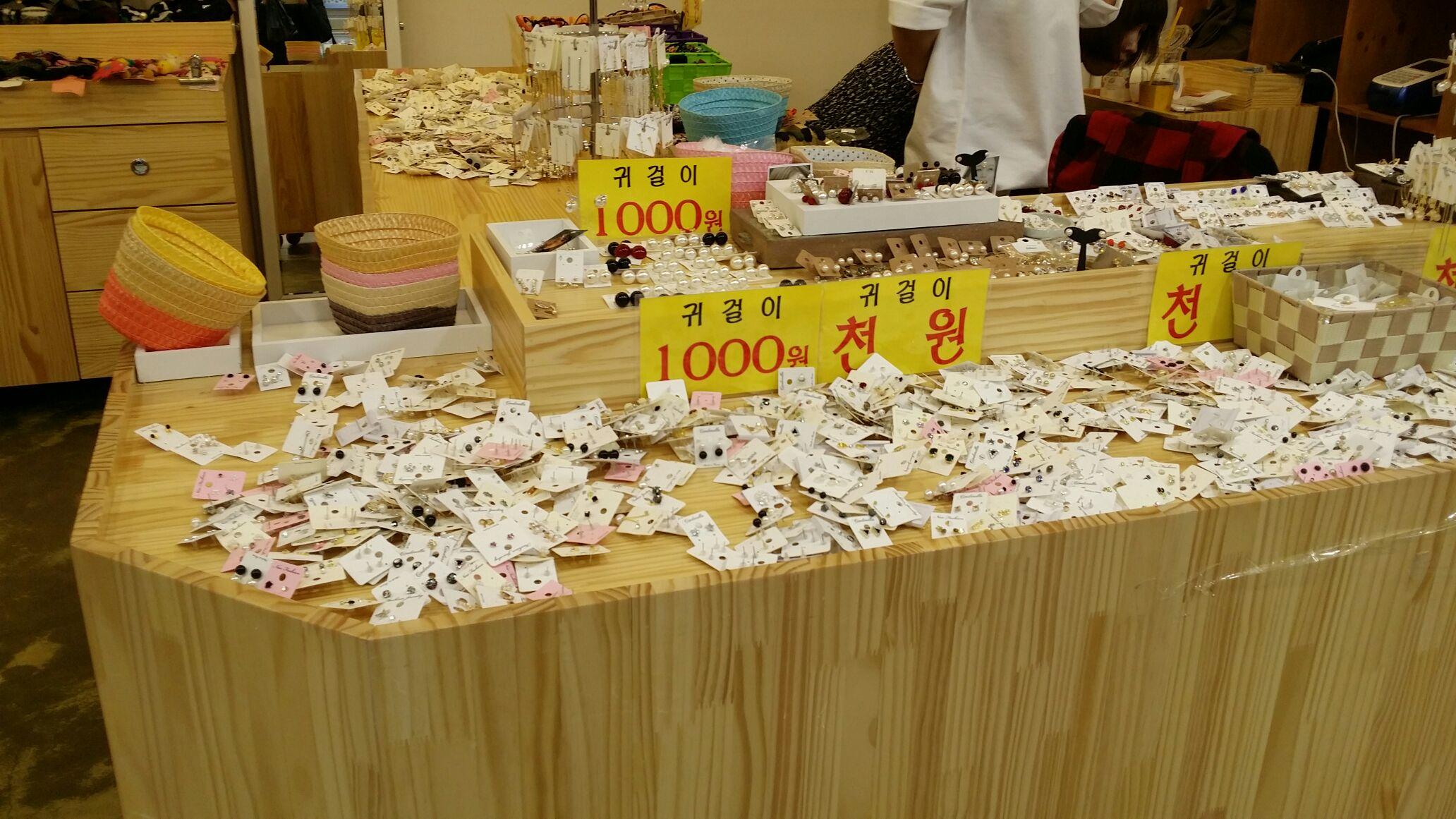 1000Wピアスお店2