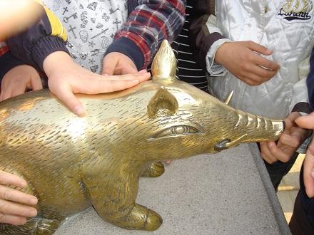 仏国寺の豚の像触ると金運がよい