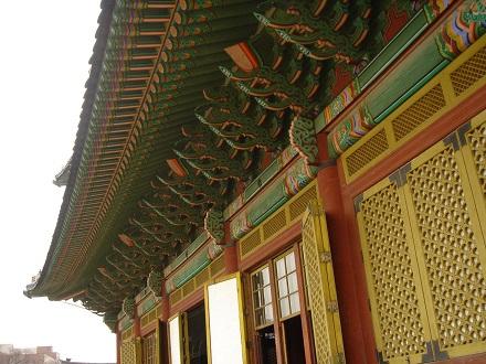 韓国のお寺やお城の垂木は丸い