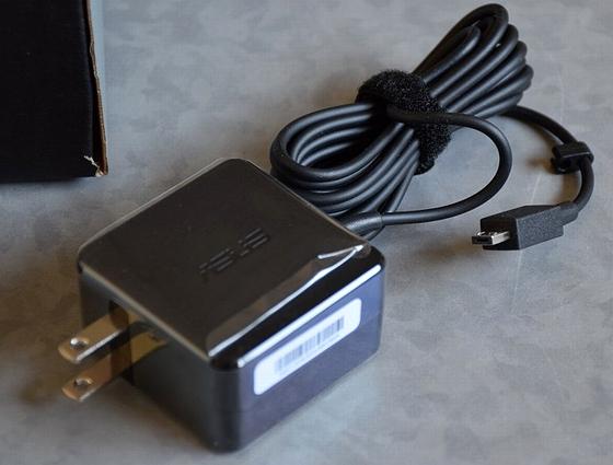 X205TA_AC-adapter.jpg