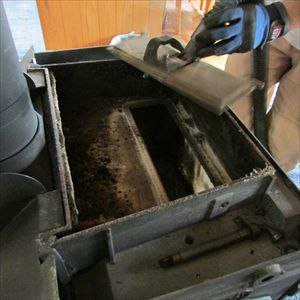 ツバメの巣立ちとストーブ掃除 013_R