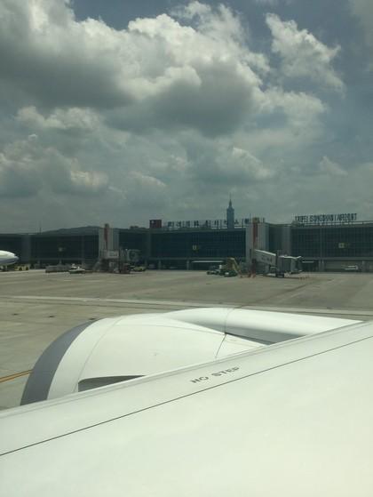 台北松山空港到着